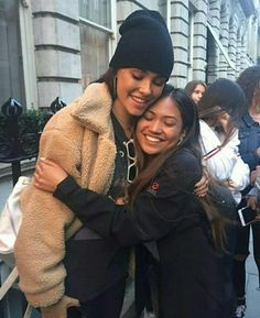 Madison with a fan London! #MadisonBeer (May 30th, 2017)