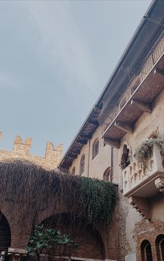 romeo and juliets balcony in italy Background Quotes, Quote Backgrounds, Juliet Balcony, Romeo And Juliet, Italy Travel, Louvre, Building, Pictures, Photos