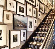 love the gallery wall and geometric stair runner. interior design by eric kohler Images Murales, Beautiful Stairs, Beautiful Wall, Beautiful Life, Entrance Foyer, Entryway, Carpet Stairs, Staircase Walls, Staircase Runner