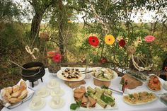 Picnic in the bush: finger sandwiches and such. Finger Sandwiches, Wine Recipes, Safari, Picnic, Veggies, Food, Kitchens, Sandwiches, Vegetable Recipes