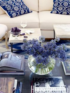 A Naples, Florida, living room sets the stage for the rest of the house — bold pattern, blue and white, straightforward furniture. Blue Rooms, White Rooms, Beautiful Living Rooms, Beautiful Homes, House Beautiful, Beautiful Bouquet Of Flowers, Blue Flowers, Spring Flowers, Fresh Flowers