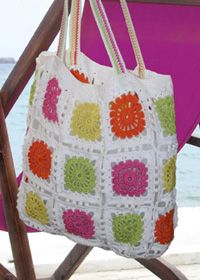 Granny Square Crochet Beach Bag~ so delicious! I have to make this for summer. Thanks so for sharin' xox