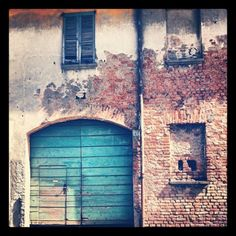 #Old #turquoise #door (Scattata con instagram)