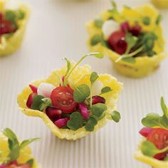 Salad Bite: Grated ouray cheese is baked and molded into petite cups, then filled with arugula, cherry tomatoes, pomegranate seeds, icicle radishes and pickled beets. Appetizers For Party, Appetizer Recipes, Buffet, Mini Foods, Appetisers, Food Presentation, Finger Foods, Food Inspiration, Brunch