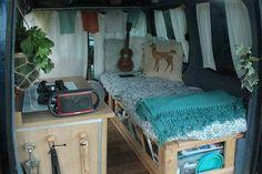 Elle transforme un vieux kangoo en camping car pour voyager avec son chien 2Tout2Rien