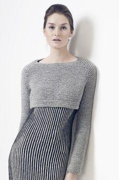 Укороченный пуловер спицами с рукавом реглан Modelli Di Maglione Fatti Ai  Ferri c80e16e00e6