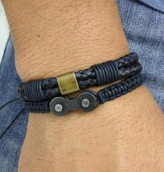 Kit with men& bracelets, consisting of: – Shambala bracelet made of macrame with black wax cord with chain link (recycled). – 1 double braided leather bracelet in black color with details in black wax cord and old gold metal plate> Adjustable bracelets … Paracord Bracelets, Bracelets For Men, Fashion Bracelets, Jewelry Bracelets, Bike Chain Bracelet, Man Bracelet, Leather Cuffs, Leather Jewelry, Leather Bracelets