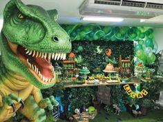 Geniales ideas para fiestas de Dinosaurios – Tarjetas Imprimibles Birthday Party At Park, 5th Birthday Party Ideas, 10th Birthday Parties, Dinosaur Birthday Cakes, Dinosaur Party, Festa Jurassic Park, Superhero Party Decorations, Jungle Theme Parties, Barbie Theme