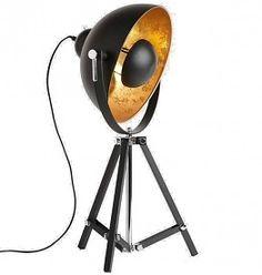 """Vintageverlichting.nl Tafellamp Marlind komt in mat zwarte kleur met aan de binnenkant een ruw goudkleurige afwerking. Tafellamp Marlind straalt een warmtevol, maar door de bol in het midden, diffuus licht uit wat je meteen een """"design-gevoel"""" geeft. Als je echt voor onderscheidende schoonheid gaat, dan is tafellamp Marlind een must voor je interieur. #industriële lamp #stoere lamp #vintagelamp #industriele tafellamp #robuuste lamp"""