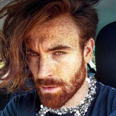 Tô chocada com a beleza desse ruivo Ginger Men, Ginger Beard, Ginger Hair, Mens Hairstyles With Beard, Hair And Beard Styles, Long Hair Styles, Red Hair Men, Long Red Hair, Red Beard