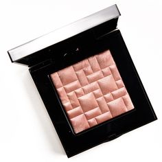 Bobbi Brown Tawny Glow Highlighting Powder Review, Photos, Swatches