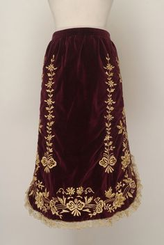 Gold embroidered velvet apron from Salamis, Attica prefecture, Greece © Lyceum Club of Greek Women. Greek Traditional Dress, Traditional Outfits, Greek Dress, Gold Work, Folk Costume, Historical Clothing, Tie Dye Skirt, Folklore, Fancy