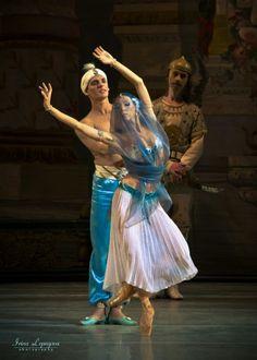 ".Leonid Sarafanov as Solor and Victoria Tereshkina as Nikiya in ""La Bayadere"" at Bolshoi Theatre (20.11.2010)"