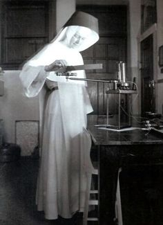 Sr. Miriam Michael Stimson (1913 – 2002) died. She was an American Roman Catholic religious sister and a chemist. She was the second woman to lecture at the Sorbonne and taught at Siena Heights University. She is noted for her work on spectroscopy. She played a role in the history of understanding DNA. Maurice Wilkins, James Watson, Dna Molecule, Organic Molecules, Marie Curie, Space And Astronomy, Women In History, Sisters, Chemist