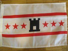 Drentse vlaggen in verschillende maten.