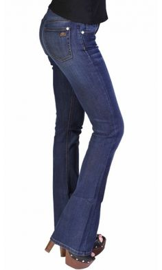 Bullet Blues 'Modern Femme' high-waist flare leg jeans offers a modern twist on the classic 70s trend. Best fit boot cut denim for the cowgirl and street style looks. The sizes are very generous with a denim that has a maximum stretch and retention recove