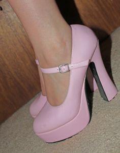 Lindos zapatos de 15 años para esos momentos inolvidables                                                                                                                                                                                 Más Pretty Shoes, Beautiful Shoes, Cute Shoes, Me Too Shoes, Shoe Boots, Shoes Heels, Work Heels, Pink Shoes, Estilo Fashion