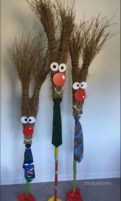 Rennes with old brooms.ch/bricos/ – fleurysylvie - All About Kids Crafts, Fall Crafts, Holiday Crafts, Wood Crafts, Diy And Crafts, Craft Projects, Arts And Crafts, Fall Halloween, Halloween Crafts