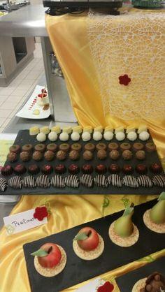Pralinen Vanilla Cake, Desserts, Food, Chocolate Candies, Vanilla Sponge Cake, Meal, Deserts, Essen, Hoods