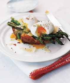 Asparagus and Soft Eggs on Toast -- 15 low cal breakfast recipes