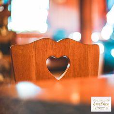 Ziua de 8 Martie este ziua feminităţii, a frumuseţii, a dragostei, ziua în care femeia – fiinţa delicată, sensibilă, cea care dă viaţă, este în centrul atenţiei. 🥰  La mulți ani de 8 Martie!👩👧👦  #savemob #8martie #restaurare #atelier Martie, Restaurant, Home, Atelier, Diner Restaurant, Ad Home, Homes, Restaurants, Haus