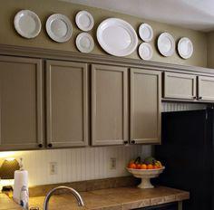 Настенные тарелки в оформлении кухни