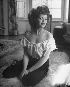 "The photo ""Janis Paige"" has been viewed 357 times. Hollywood Icons, Old Hollywood Glamour, Hollywood Fashion, Hollywood Actresses, Classic Hollywood, Janis Paige, Paige Photos, Orry Kelly, Female Movie Stars"