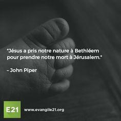 """""""Jésus a pris notre nature à Bethléem  pour prendre notre mort à Jérusalem."""" – John Piper"""