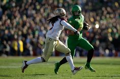 Quarterback Marcus Mariota #8 of the Oregon Ducks rushes with the ball against cornerback Ronald Darby #3 of the Florida State Seminoles during the College Football Playoff Semifinal at the Rose Bowl Game presented by Northwestern Mutual at the Rose Bowl on January 1, 2015 in Pasadena, California. (Dec. 31, 2014 - Source: Ezra Shaw/Getty Images North America)