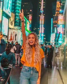 New York Metropolis Pura Vida Bracelets® ( Cute Instagram Pictures, Instagram Pose, Cute Photos, Instagram Blog, New York Pictures, New York Photos, Foto Fashion, Fashion Mode, Insta Photo Ideas
