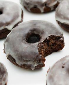 Chocolate Glaze, Chocolate Muffins, Healthy Chocolate, Chocolate Recipes, Vegan Donut Recipe, Baked Donut Recipes, Vegan Sweets, Vegan Desserts, Vegan Recipes