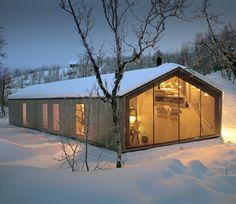 Denke ich an Norwegen, dann denke ich dieser Tage an viel Schnee, sternenklare Nächte, endlose Loipen und das gemütliche Feuer zu Hause im Wohnzimmer. Ic