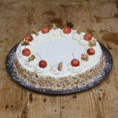 WINTERTAART— Ingredienten: 100% Plantaardig vet, gestreepte zonnepitten, saffloorpitten, pinda's, raapzaad, lijnzaad, kanariezaad, Franse hennepzaad, milo, hele gepelde haver, maïsgrutten, tarwe, gierst, gebroken erwten, gerst, gemalen oesterschelpen en bloem. Doorsnede: 24 centimeter. Hoogte: 6 centimeter. Decoratie kan per keer verschillen. Pie, Desserts, Food, Winter, Torte, Tailgate Desserts, Winter Time, Cake, Deserts