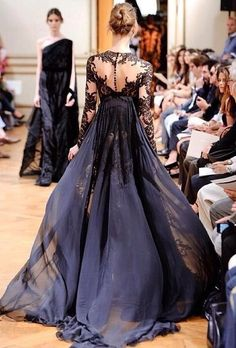 Imagen vía We Heart It https://weheartit.com/entry/143358683/via/23236458 #beautiful #black #classy #dress #girl #hautecouture #model