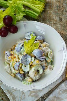 Kulinarne przygody Gatity: Sałatka z kurczakiem, kukurydzą i winogornami