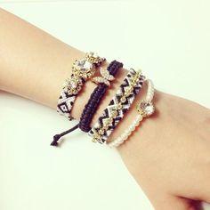 王様のブランチで紹介!「ビジューミサンガ」が100均の刺繍糸で作れる♪ | CRASIA(クラシア) Beach Bracelets, Girls Jewelry, Handmade Accessories, Bead Weaving, Beaded Embroidery, Handmade Bracelets, Friendship Bracelets, Jewels, Crafts