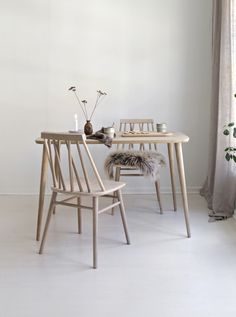 Non dining table comes in two compact sizes and assorted finishes of solid oak Table And Chairs, Dining Chairs, Dining Table, Interior Decorating, Interior Design, Wishbone Chair, Dining Room Furniture, Solid Oak, The Creator