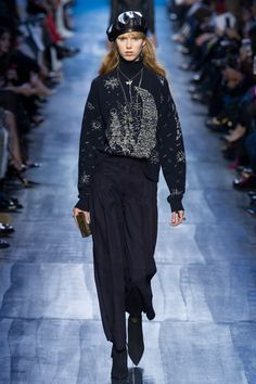 View the complete Fall 2017 collection from Christian Dior.