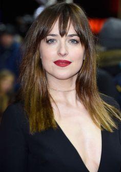 dakota-johnson-beauty-make-up-red-lips