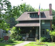 Hubbard's Art and Craft community (established 1897). The East Aurora Historical Society offers Tours of the National Register of Historic Places.