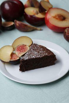 Este bolo de chocolate leva somente DOIS ingredientes