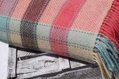 MERINO KAŠMÍROVÁ DEKA – RUŽOVÁ Wool Blanket, Blankets, Luxury, Crochet, Fleece Blanket Edging, Blanket, Ganchillo, Cover, Crocheting