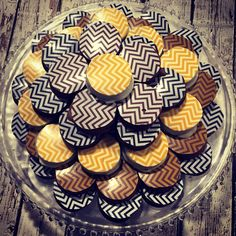 Chevron chocolate covered Oreos for bat mitzvah candy table Chocolate Covered Oreos, Candy Table, Bat Mitzvah, Chevron, Cookies, Holiday, Desserts, Food, Biscuits