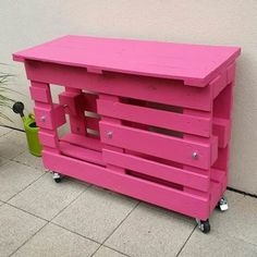 If you love pink color, you'll love this outdoor pallet bar. This pallet bar that could be used as a little BBQ table was made from two recycled wooden pal