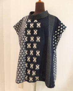 古布の洋服が完成間近 襟元が広くなっているのはストールを巻いたりハイネックの長袖などと合わせても着られるようにしたものです ペイザージュ1階