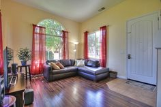 Family Room http://www.ramamehra.com/2014/06/20/beautiful-move-in-ready-townhouse-available/