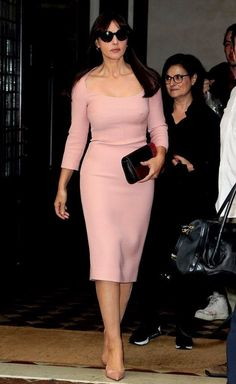 Monica Bellucci stuns in pink dress as Spectre promo tour continues : Breast foot forward: The Bond Girl drew attention to her ample bust in the skin-tight pastel midi dress which she colour co-ordinated with a pair of nude patent leather court heels Monica Bellucci Photo, Monica Belluci, Pink Dress, Dress Up, Peplum Dress, Morning Dress, Italian Actress, Looks Vintage, Timeless Beauty