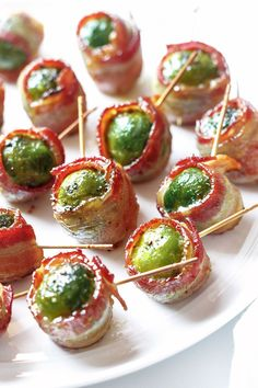 Bacon Roasted Brussels Sprouts Bacon Wrapped Roasted Brussels Sprouts — Tender goodness of Brussels sprouts and extra-crispy bacon are a perfect addition to your snack table! - Everything About Appetizers Roasted Brussel Sprouts Bacon, Roasted Bacon, Brussels Sprouts, Bacon Bacon, Smoked Bacon, Holiday Appetizers, Appetizer Recipes, Gourmet Appetizers, Snacks Für Party