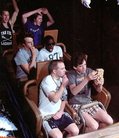 10 Side-Splittingly Funny Rollercoaster Action Shots | So Bad So Good