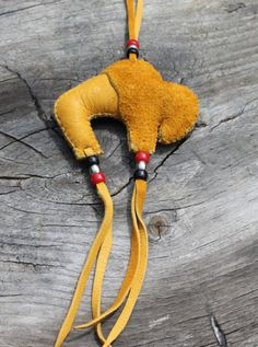 Inspiration--Interesting use of beads and deer skin - Polly Cook Inspiration--Interesting use of bea Native American Artwork, Native American Regalia, Native American Crafts, Native American Beading, Native Beadwork, Powwow Beadwork, Felt Ornaments Patterns, Bead Sewing, Indian Crafts